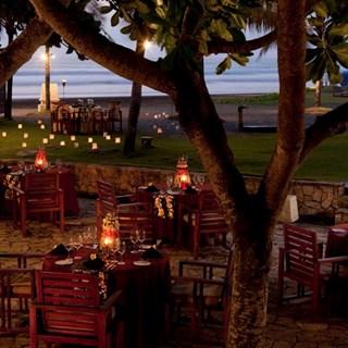 Capris Beachfront Bar & Restaurant - Denpasar
