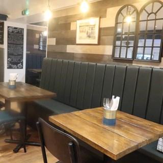 Seats @ Robinsons - Wolverhampton